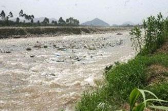 Dos brigadas de supervisores ha desplegado el OEFA a lo largo del rio Rímac.