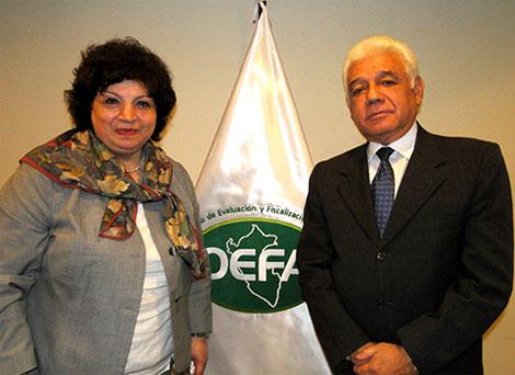 Importante visita realizó a nuestra sede la Relatora de las Naciones Unidas, Gulnara Shahinian, quien sostuvo un interesante diálogo con el Presidente del OEFA, Walter García Arata.