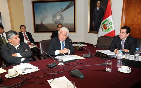 El Presidente del OEFA, Walter García Arata, durante su exposición ante la Comisión de Fiscalización y Contraloría, presidida por el congresista José Vega Antonio.